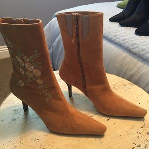 Donald J Pliner Suede Boots with flower stiching